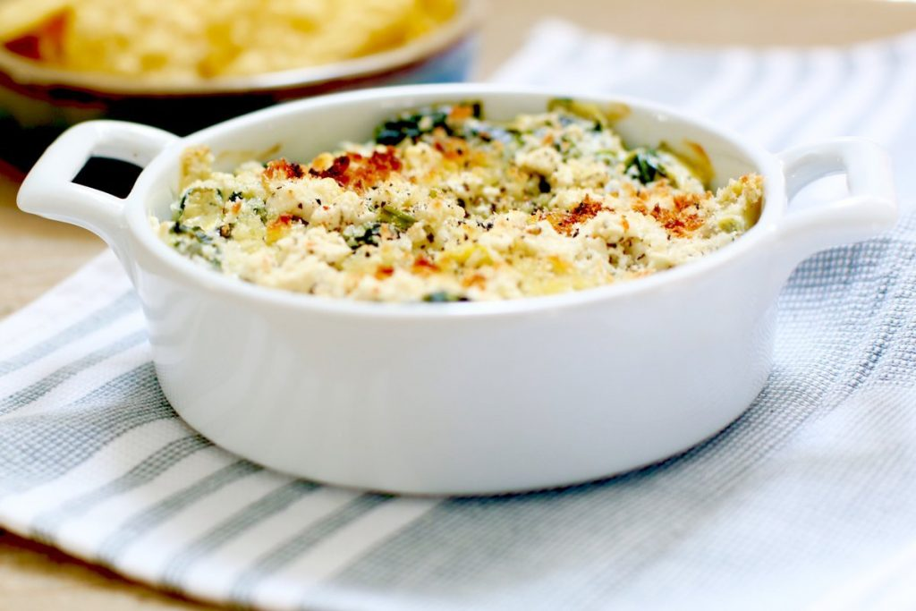 Creamy Artichoke Spinach Greek Yogurt Dip