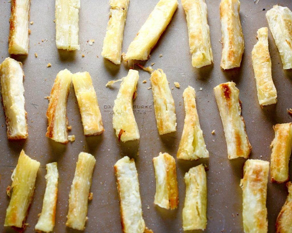 Baked Yucca Fries with Sriracha Mayo Dip